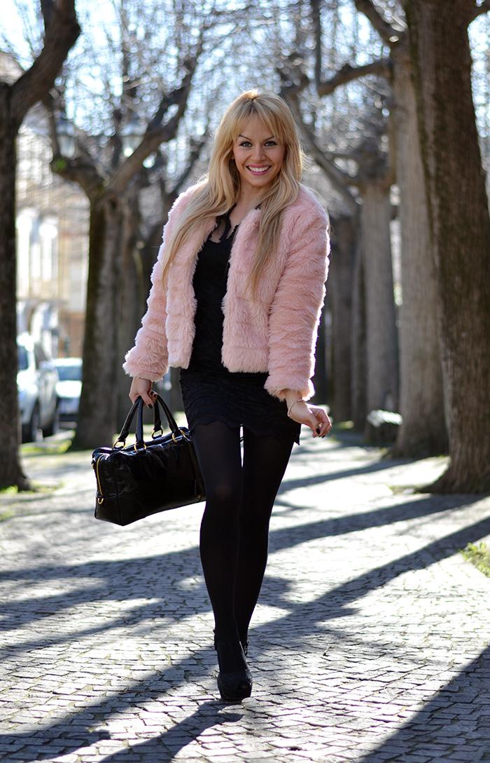 http://www.it-girl.it/2014-02-pink-faux-fur-lace-elegant-dress/