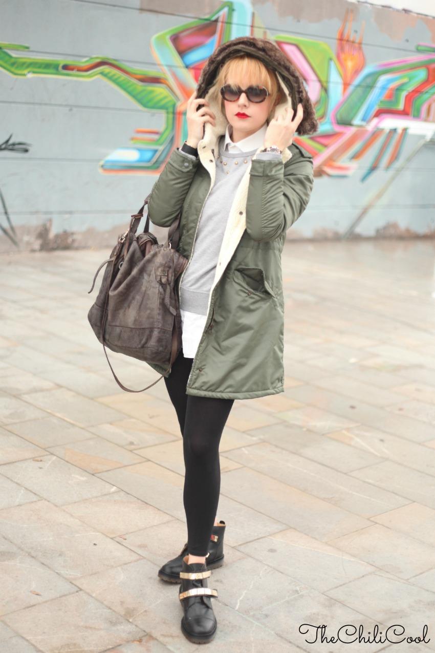 http://www.thechilicool.com/outfit-per-i-giorni-di-pioggia-parka-e-anfibi-con-dettagli-dorati/